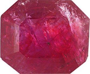 Un inhabituel rubis rempli, vraisemblablement huilé