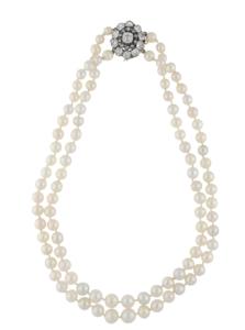 Collier de perles fines fermoir en or 18K serti de diamants