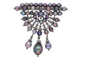 Devant de corsage de perles fines, agrémenté de diamants